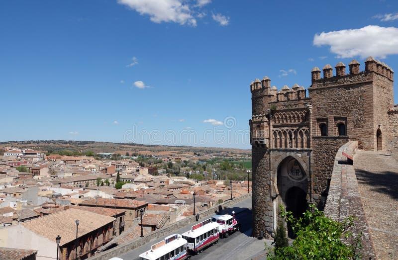 Touristischer Zug bei Puerta del Sol in Toledo, Spanien lizenzfreie stockfotos