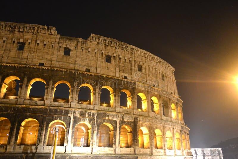 Touristisches Platz-Gebäude Kolosseum-Roms Italien lizenzfreie stockfotografie