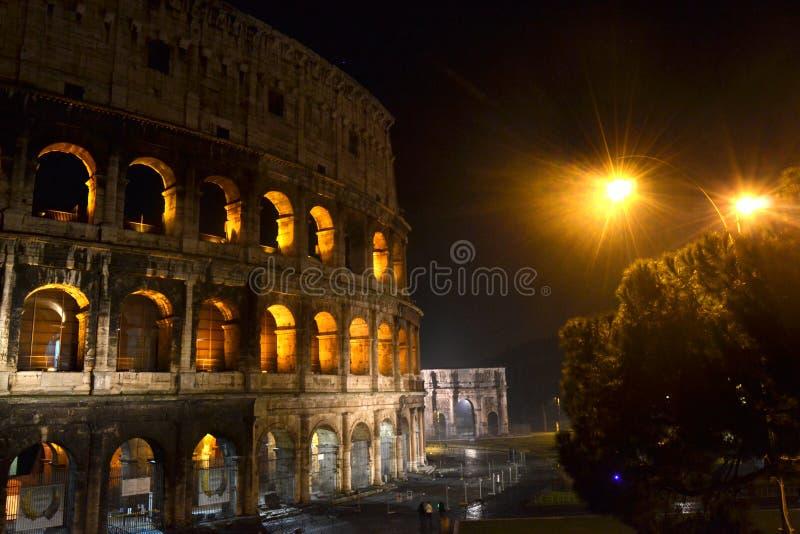 Touristisches Platz-Gebäude Kolosseum-Roms Italien stockbild