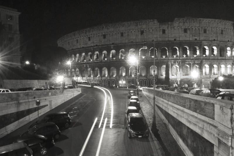 Touristisches Platz-Gebäude Kolosseum-Schwarzweiss--Roms Italien stockbilder