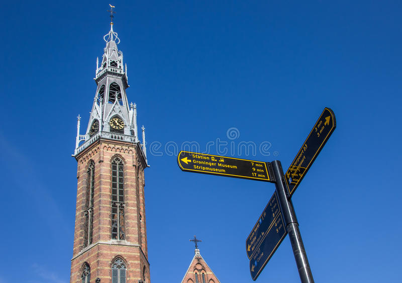 Touristisches Zeichen nahe der Jozef-Kathedrale in Groningen lizenzfreies stockfoto