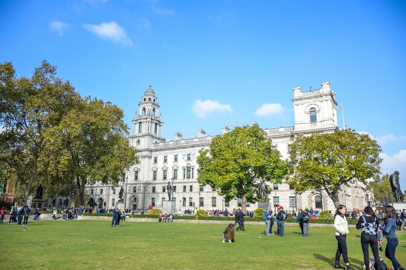 Tourists enjoying their time at Parliament Square Garden in central London, England stock photography