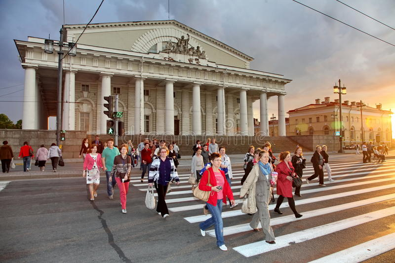 Tourists and guests of St. Petersburg on the spit of Vasilyevsky island stock photography