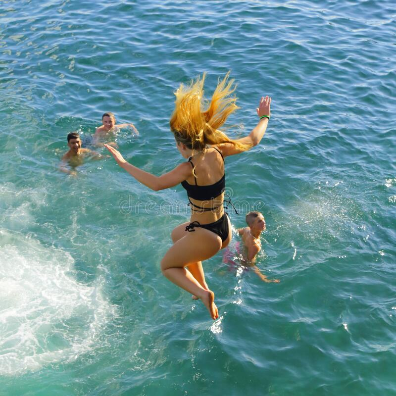 Free Tourists Jumping To Sea Royalty Free Stock Photos - 191314128