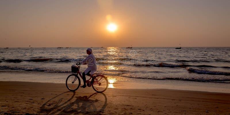 Download Tourists At Kolava Beach Goa Editorial Stock Image - Image: 83711219
