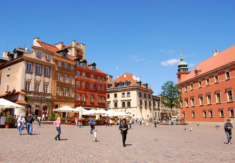 Download Tourists At The Marlet Square In Warsaw Editorial Image - Image: 26832830