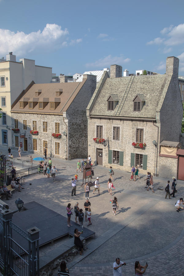 Download Tourists in Old Quebec editorial photography. Image of charming - 32117172