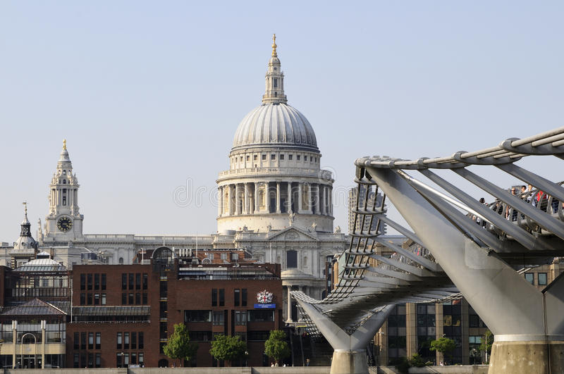 Download Tourists And People On Bridge Of Thames River Editorial Photography - Image: 14748097
