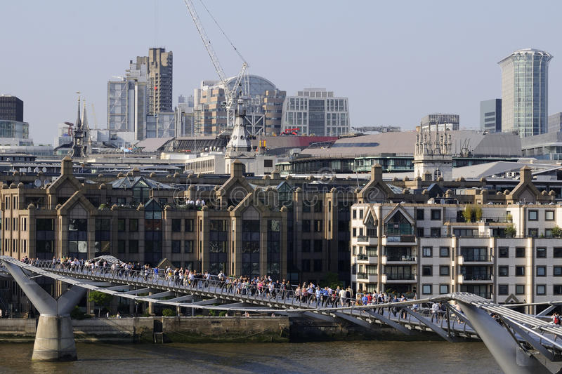 Download Tourists And People On Bridge Of Thames River Editorial Photo - Image: 14748121
