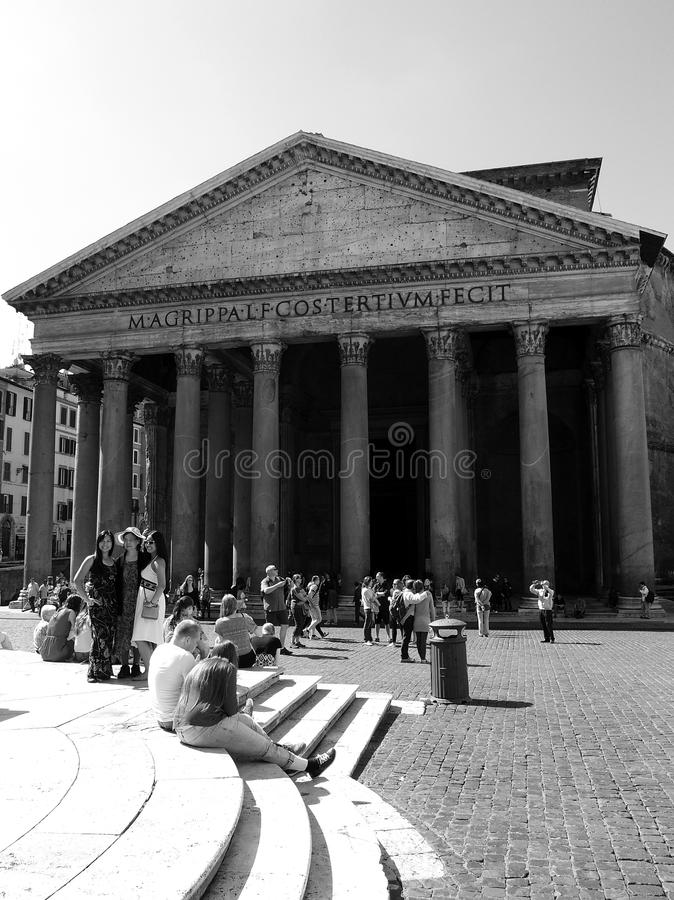 Download Tourists in Rome editorial stock photo. Image of ruins - 31369533