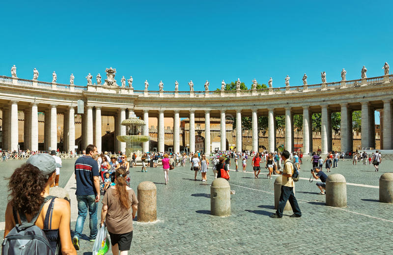 Tourists at Saint Peter Square in Vatican of Italy stock images