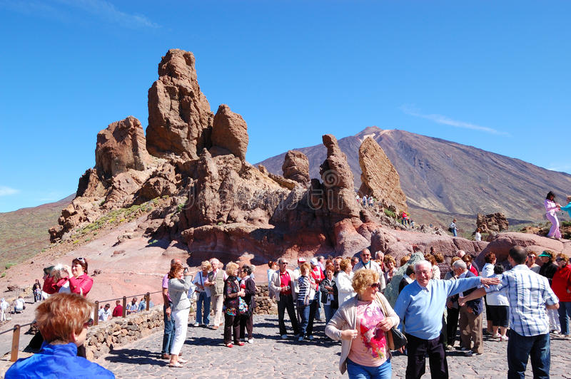 Download The Tourists On A Sightseeing Area Editorial Stock Image - Image: 20957094