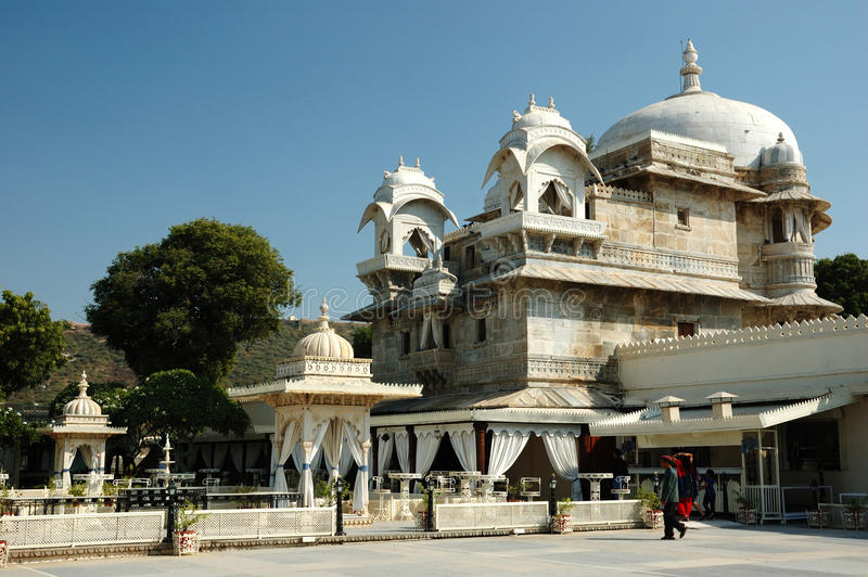 Download Tourists Visiting Beautiful Palace At Jag Mandir Island On Pichola Lake In Udaipur City Editorial Image - Image: 28974885