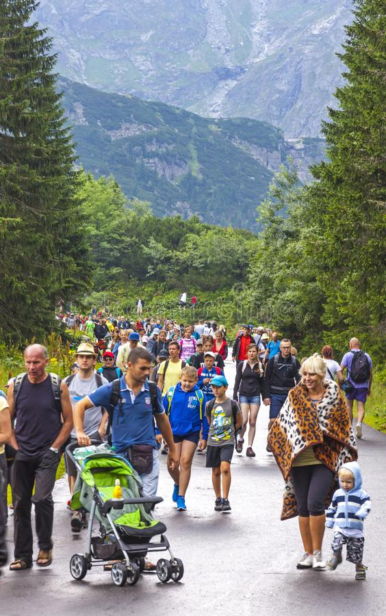 Free Tourists Walking On Road To Morskie Oko Lake In High Tatras, Poland Royalty Free Stock Photo - 148527655
