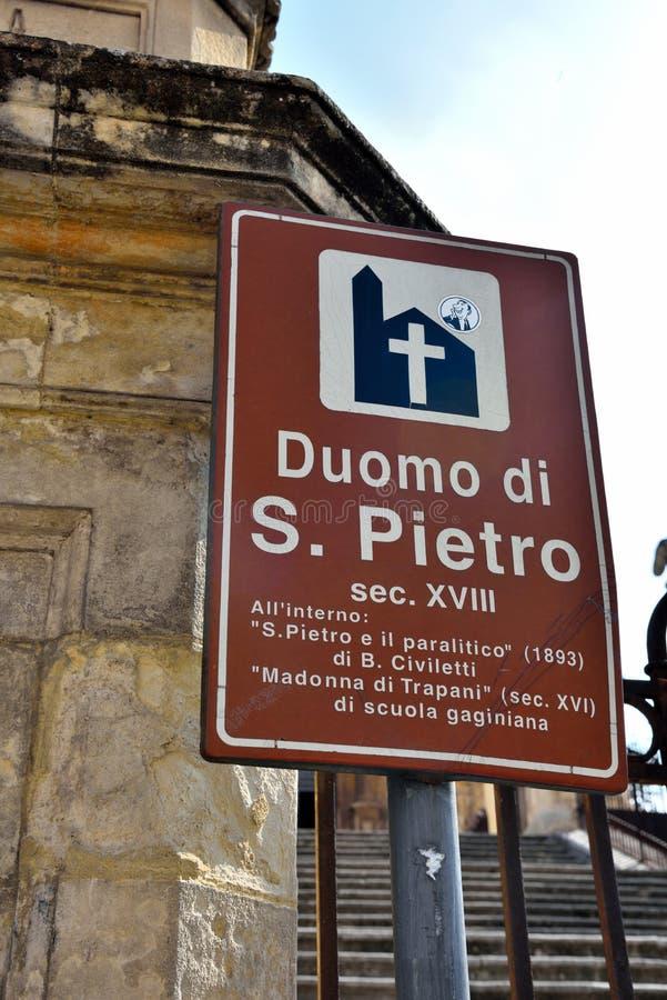 touristse的莫迪卡西西里岛意大利征兆 免版税库存图片