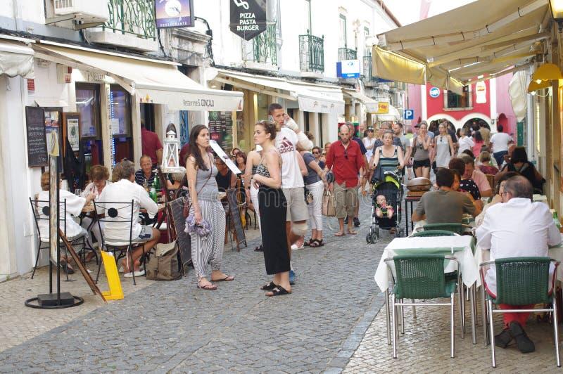Touristy улица в историческом центре Лагоса в Португалии стоковое фото