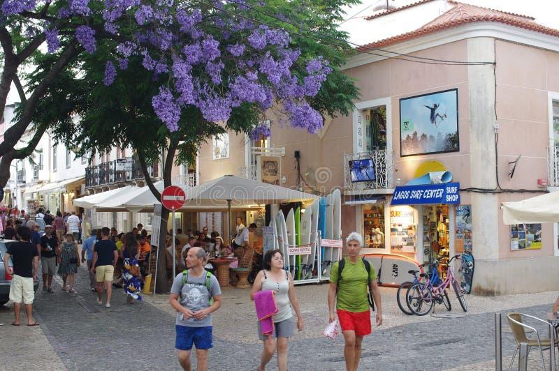 Touristy улица в историческом центре Лагоса в Португалии стоковое изображение rf
