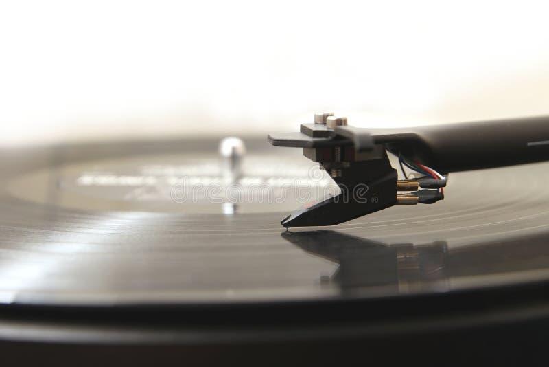 Tourne-disque de plaque tournante de haute qualité moderne jouant une musique analogue LP de vinyle image libre de droits
