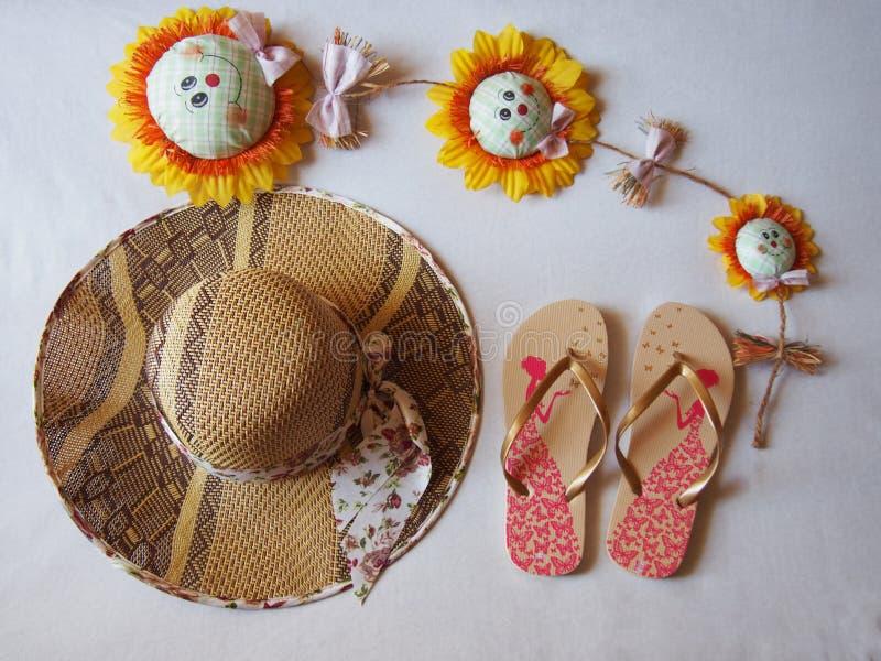 Tournesols de site de sandales de chapeau image libre de droits