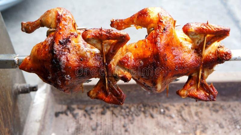 Tournez les poulets rôtis photographie stock