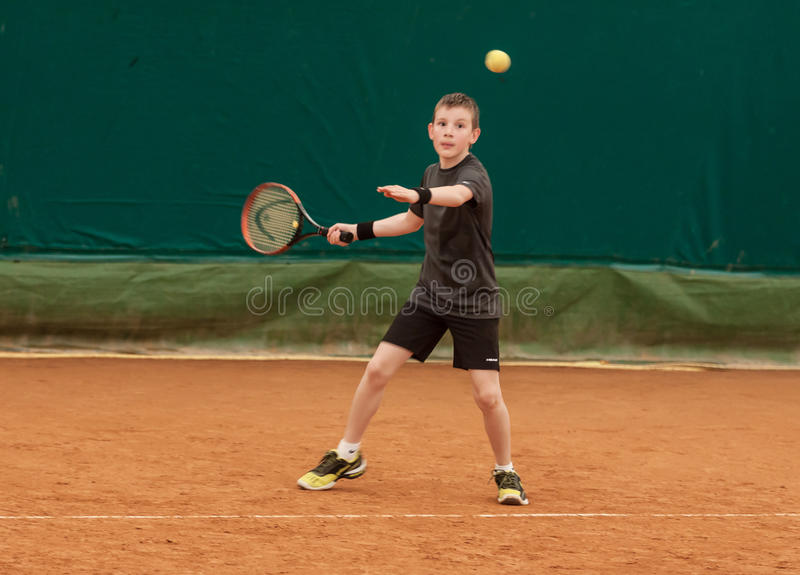 Tournoi d'enfant de tennis photo libre de droits