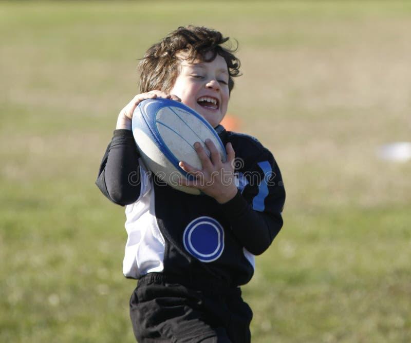 Tournoi promotionnel de rugby de la jeunesse images stock