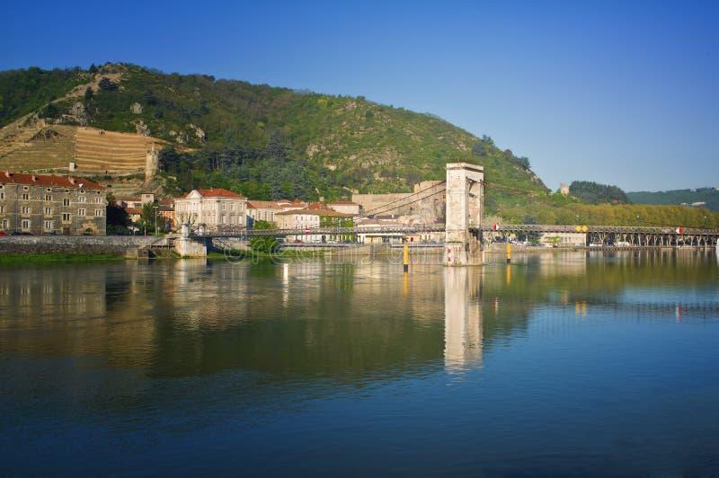 Tournon, río de Rhone, Francia imagenes de archivo