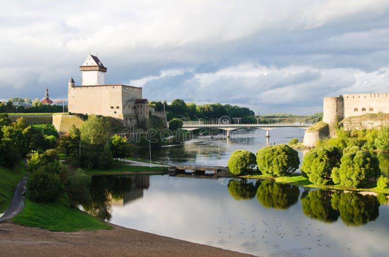Tours au cadre de l'Estonie et de la Russie photo stock
