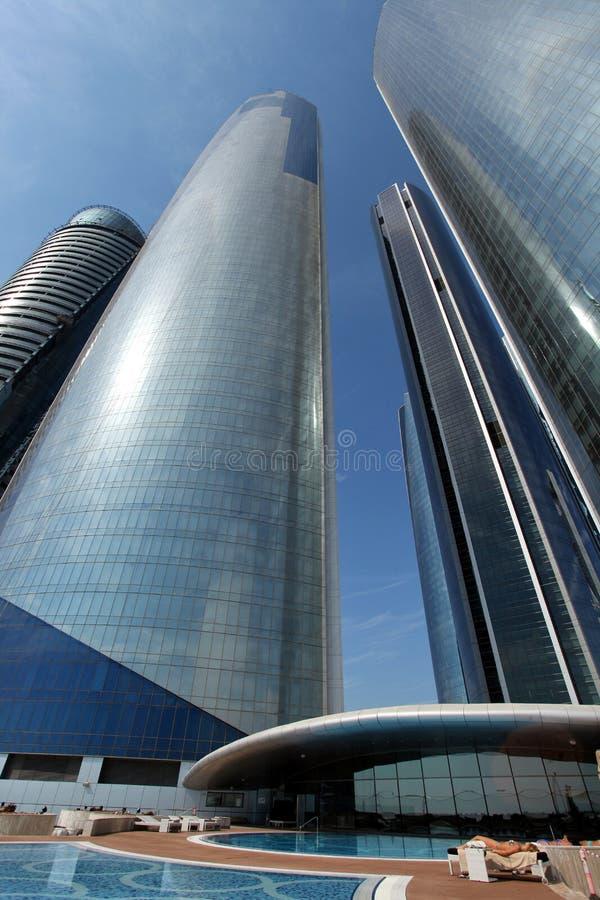 Tours d'Etihad et piscine en Abu Dhabi photo stock