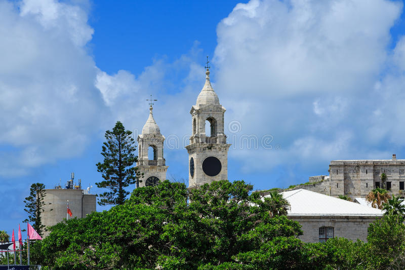 Tours d'horloge sur chantier de construction navale naval des Bermudes images stock
