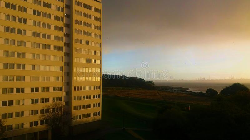 Tours dans nuageux photo libre de droits