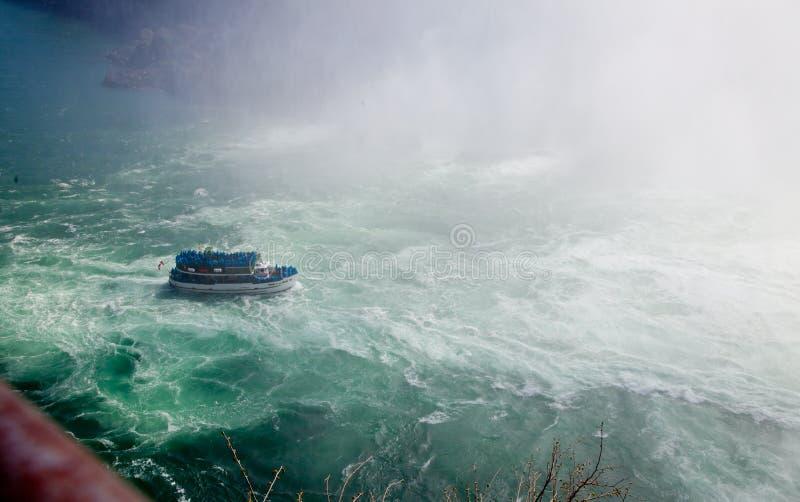 Tours de bateau de chutes du Niagara photos stock