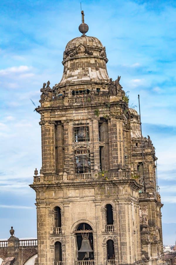 Tours de Bell métropolitaines de cathédrale Zocalo Mexico Mexique photographie stock