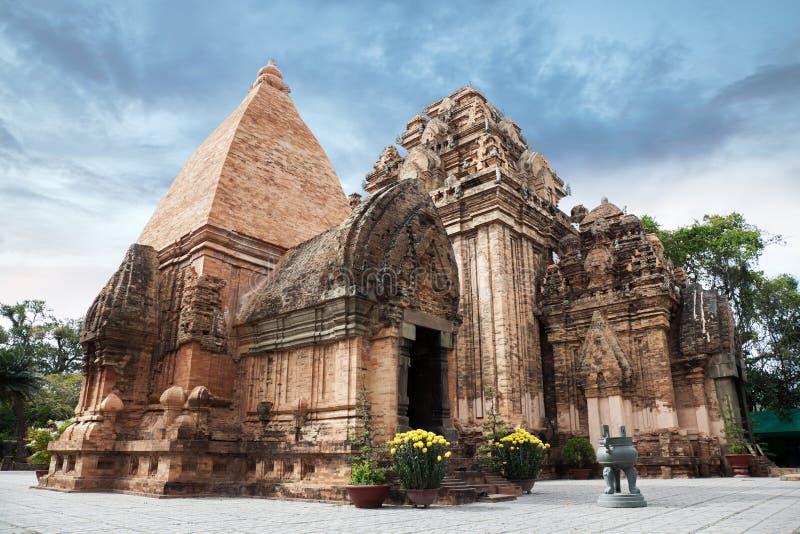 Tours de Cham de PO Ngar dans Nha Trang photographie stock