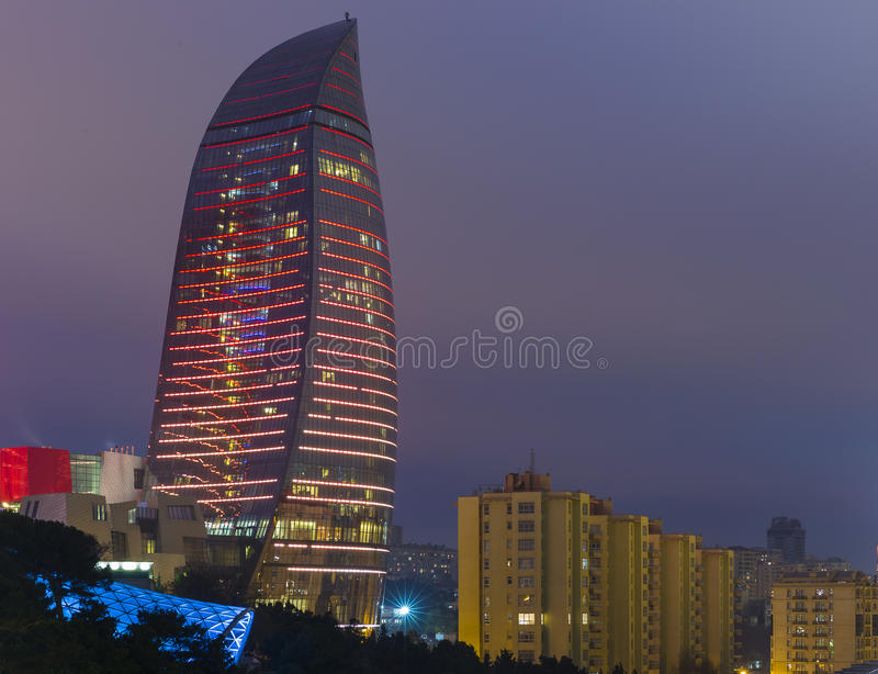 Tours de flamme à Bakou images stock