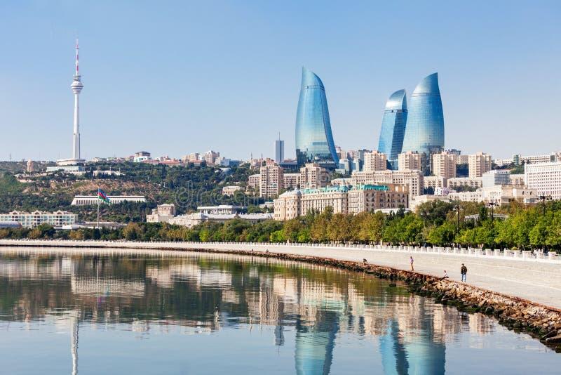 Tours de flamme à Bakou photographie stock