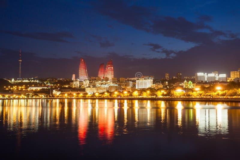 Tours de flamme à Bakou photo libre de droits