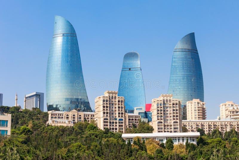 Tours de flamme à Bakou photos libres de droits