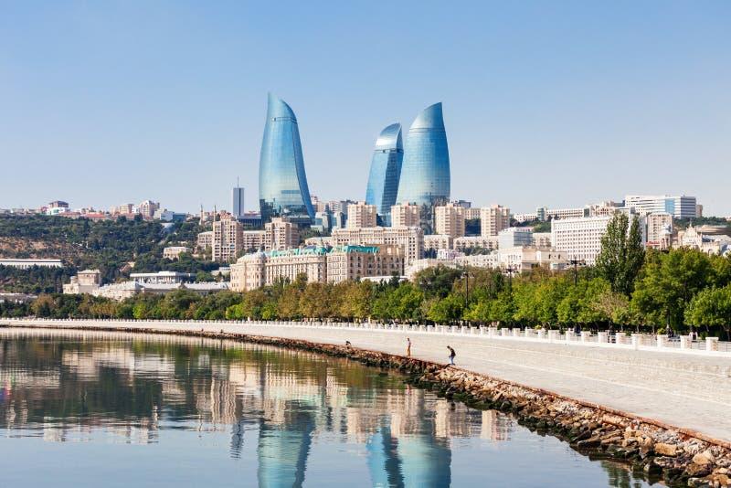 Tours de flamme à Bakou photographie stock libre de droits