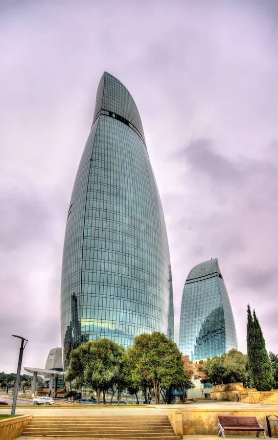 Tours de flamme à Bakou, Azerbaïdjan photos libres de droits