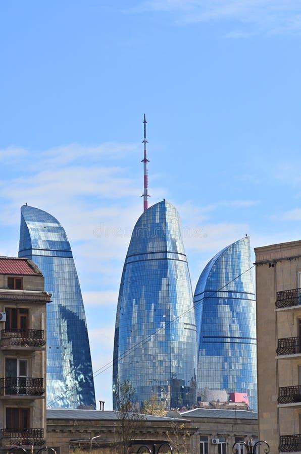 Tours de flamme ? Bakou photos stock