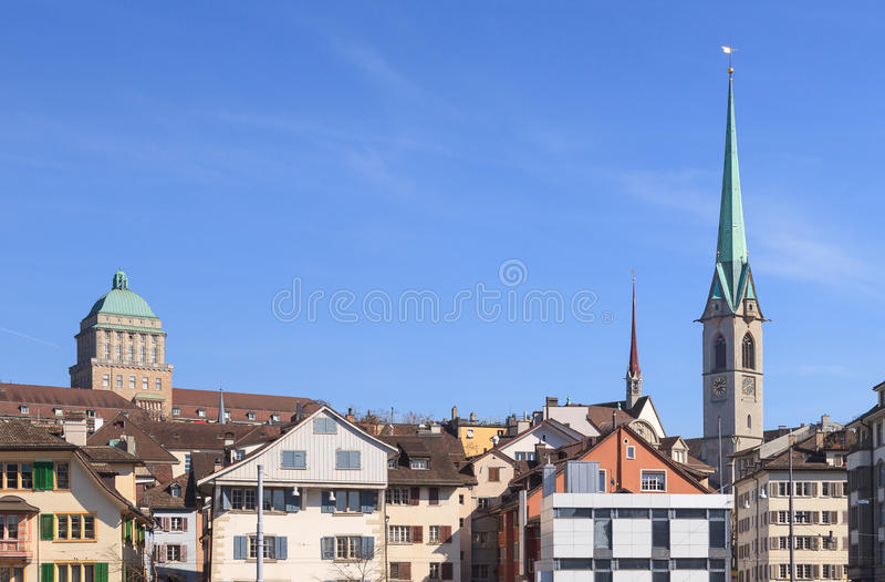 Tours de Zurich, d'université et de bibliothèque centrale images libres de droits