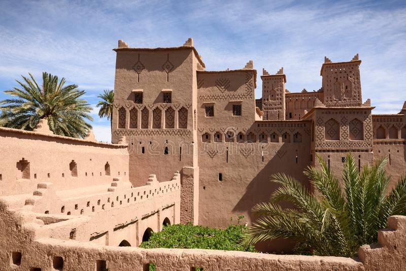 Tours du beau Kasbah Amridil, Maroc image stock