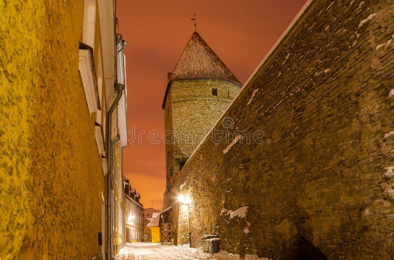 Tours et rues médiévales de vieux Tallinn, Estonie photo stock