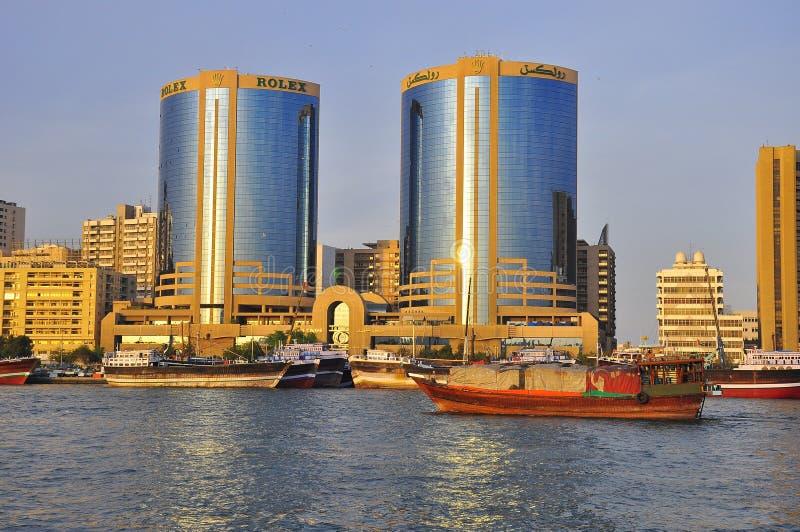 Tours jumelles de Dubaï au coucher du soleil images stock