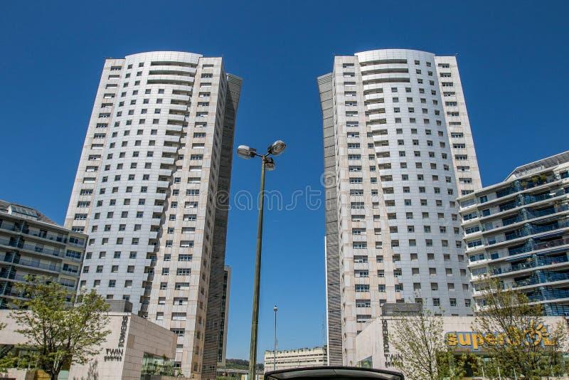 Tours jumelles de Lisbonne image stock