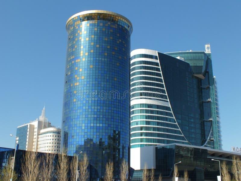 Tours modernes d'affaires à Astana images libres de droits