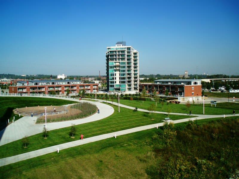 Tours Omaha, Nébraska d'appartement d'endroit de façade d'une rivière image stock