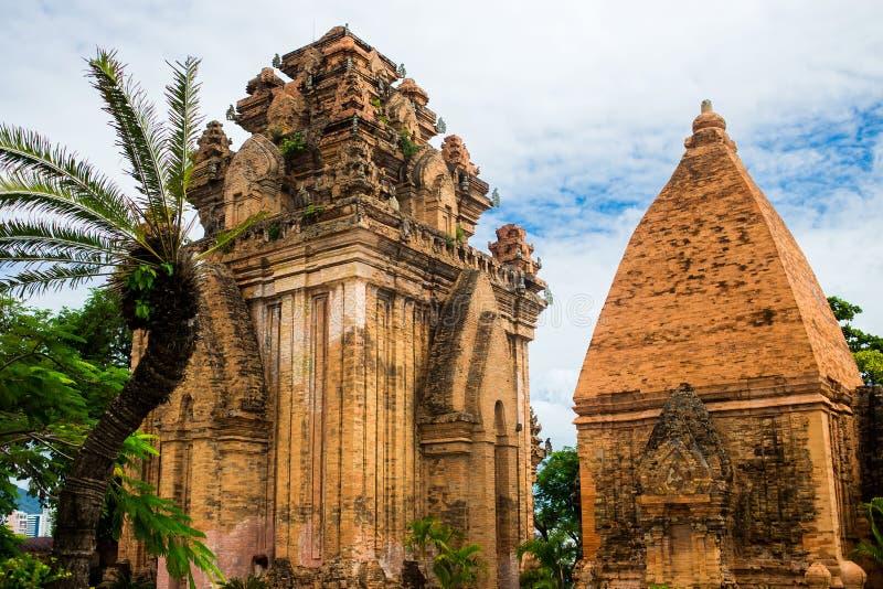 Tours Ponagar de cham de brique dans Nha Trang, Vietnam image libre de droits