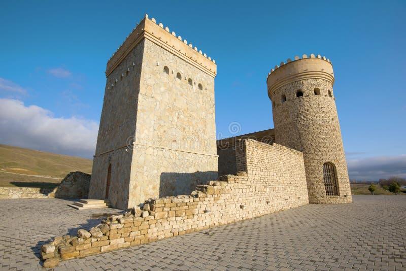 Tours reconstruites de la forteresse antique de Shemakhan image libre de droits